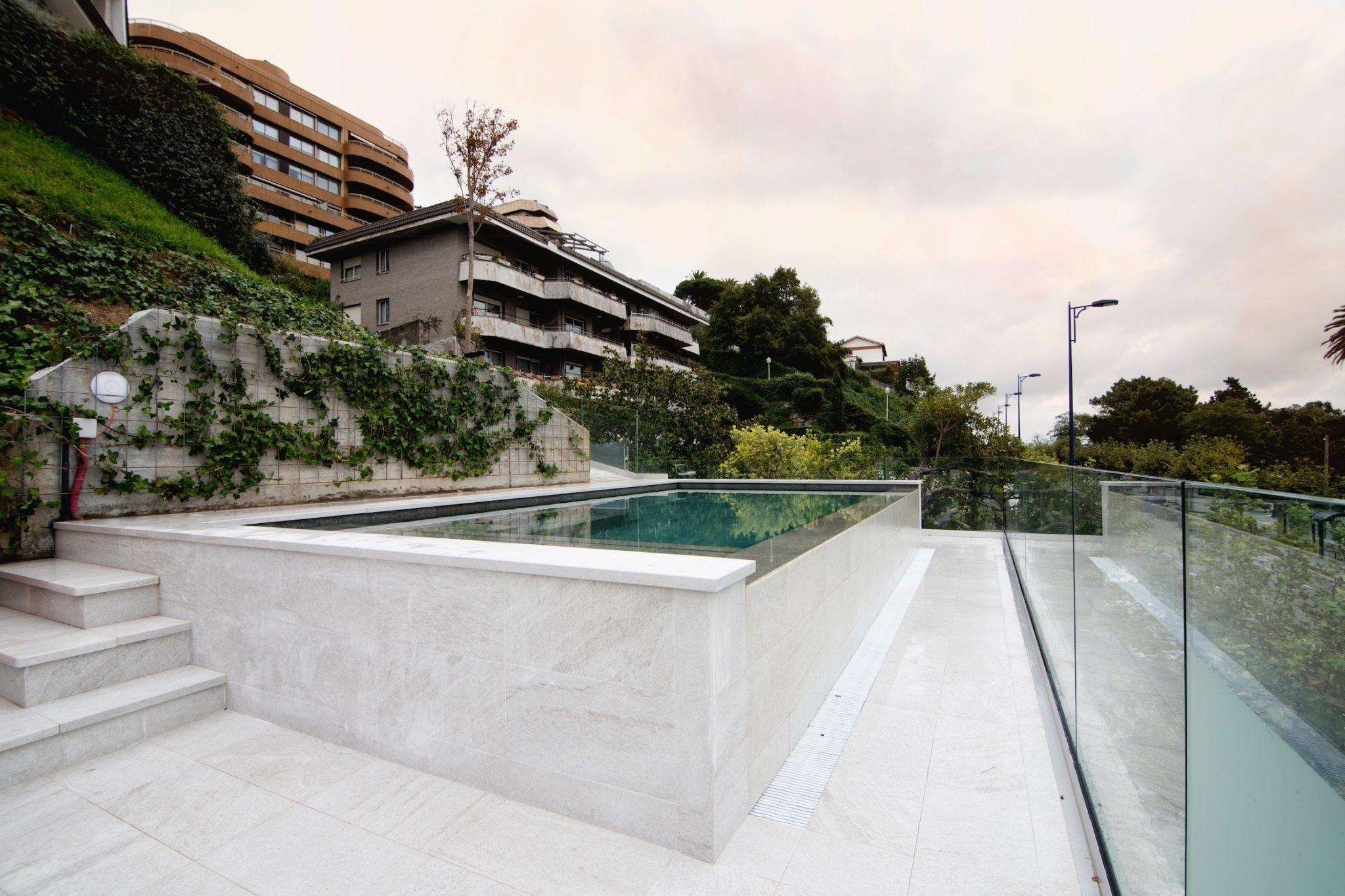Mantenimiento de piscinas e instalaciones construcci n for Mantenimiento de piscinas madrid